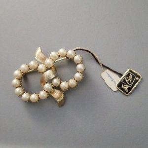 NWT Vintage Coro Faux Pearl & Goldtone Pin